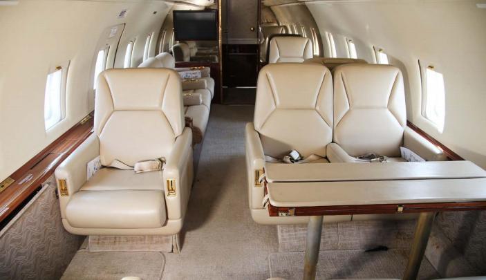 1999 Bombardier Challenger 604 Photo 3