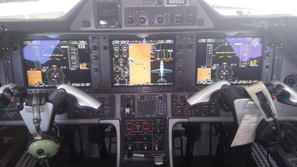 2010 EMBRAER PHENOM 100 Photo 5