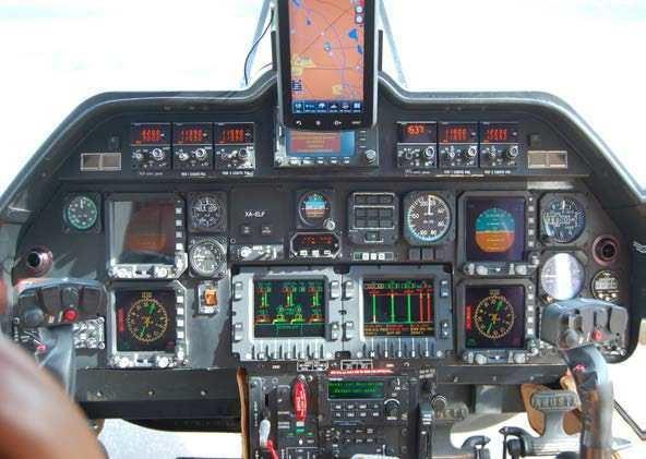 2001 AGUSTA A109E POWER Photo 2