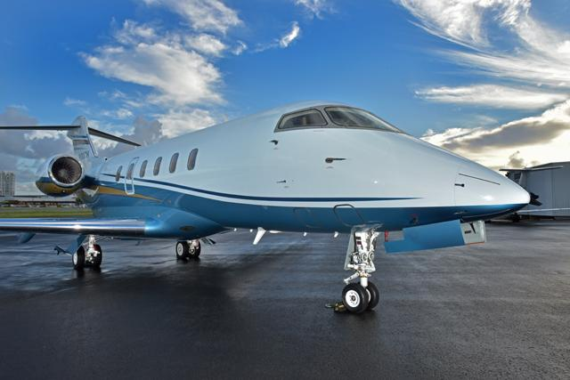 2009 Bombardier Challenger 300 Photo 3
