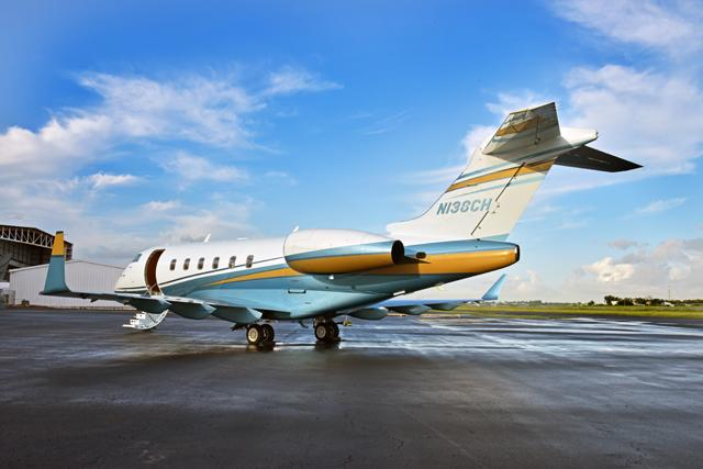2009 Bombardier Challenger 300 Photo 4