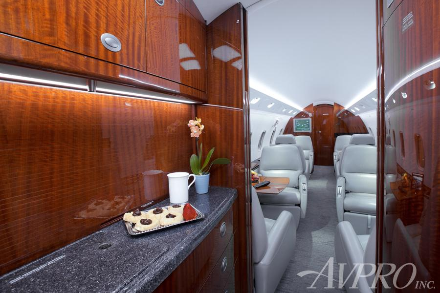 2005 Bombardier Challenger 300 Photo 4