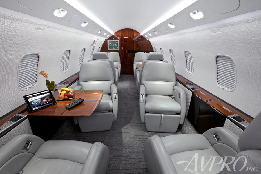 2005 Bombardier Challenger 300 Photo 5