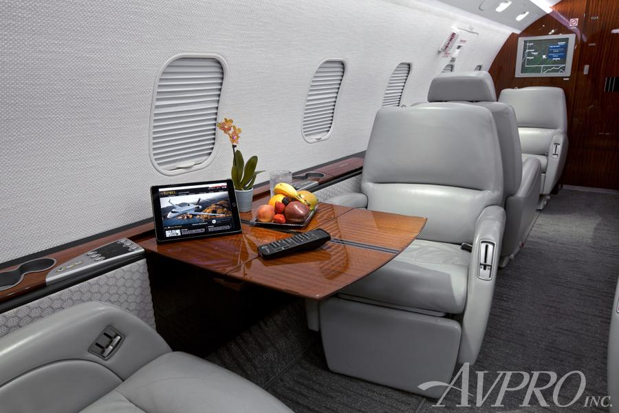 2005 Bombardier Challenger 300 Photo 6