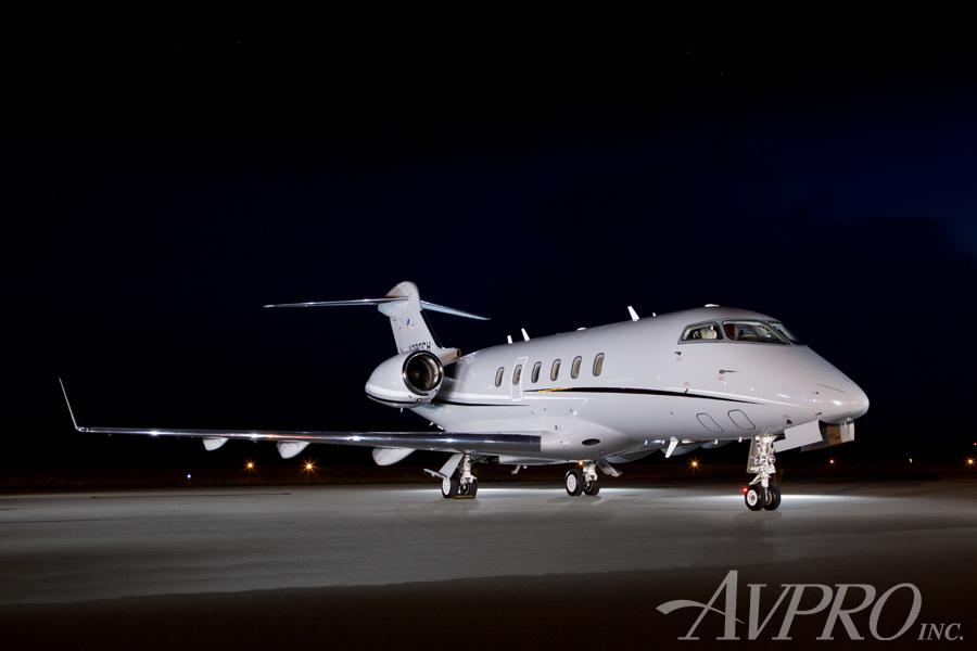 2005 Bombardier Challenger 300 Photo 3