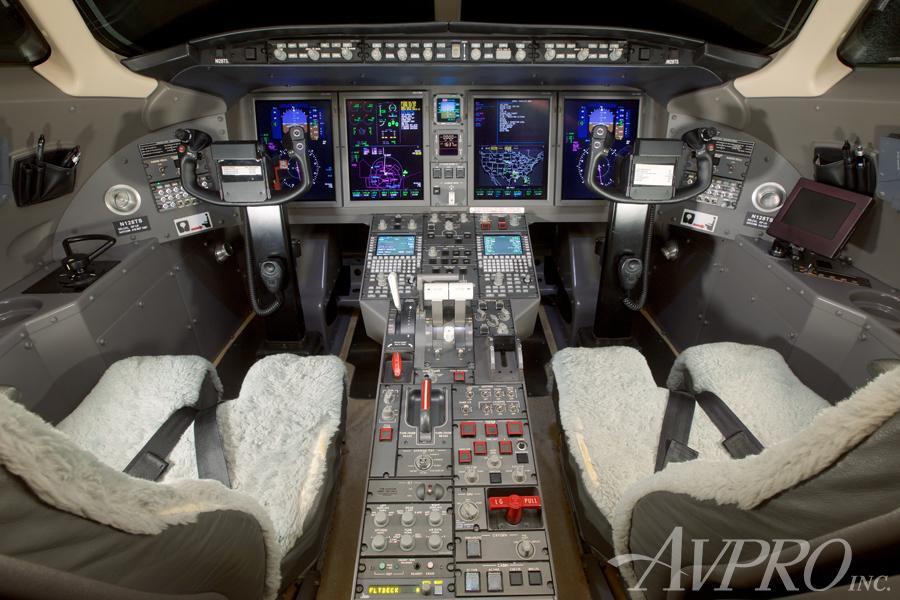 2006 Bombardier Challenger 300 Photo 3