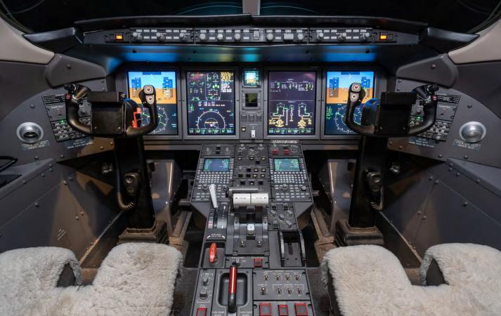 2006 Bombardier Challenger 300 Photo 5