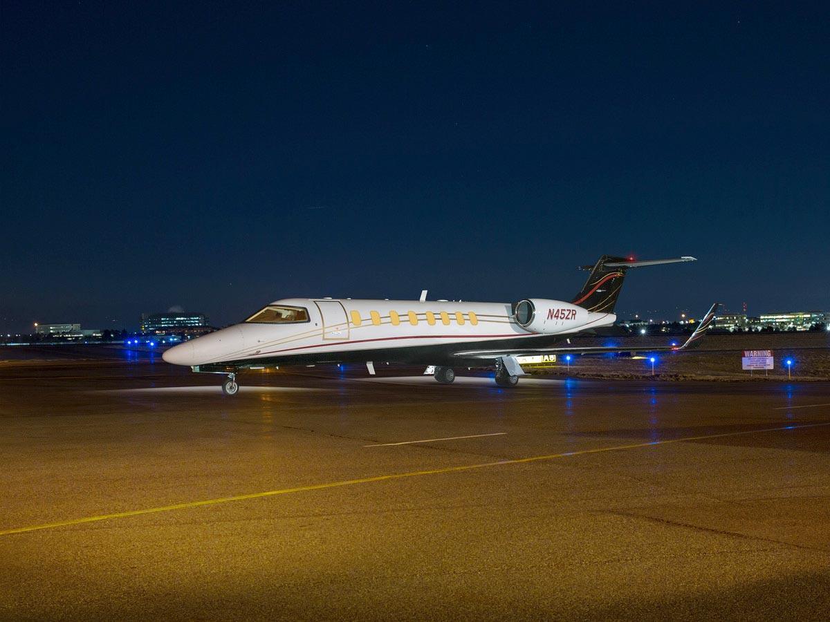 2004 Learjet 45XR Photo 2