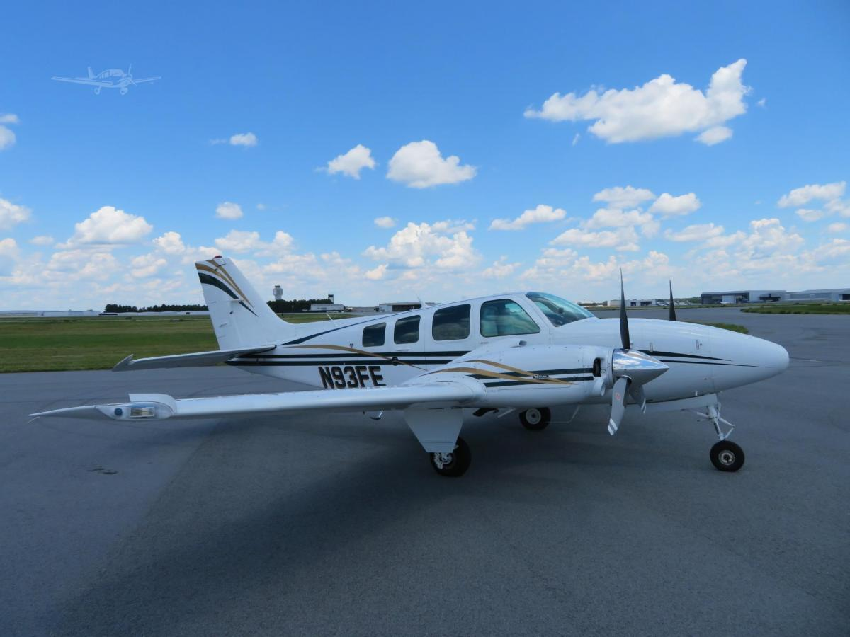 1992 BEECHCRAFT 58 BARON Photo 2