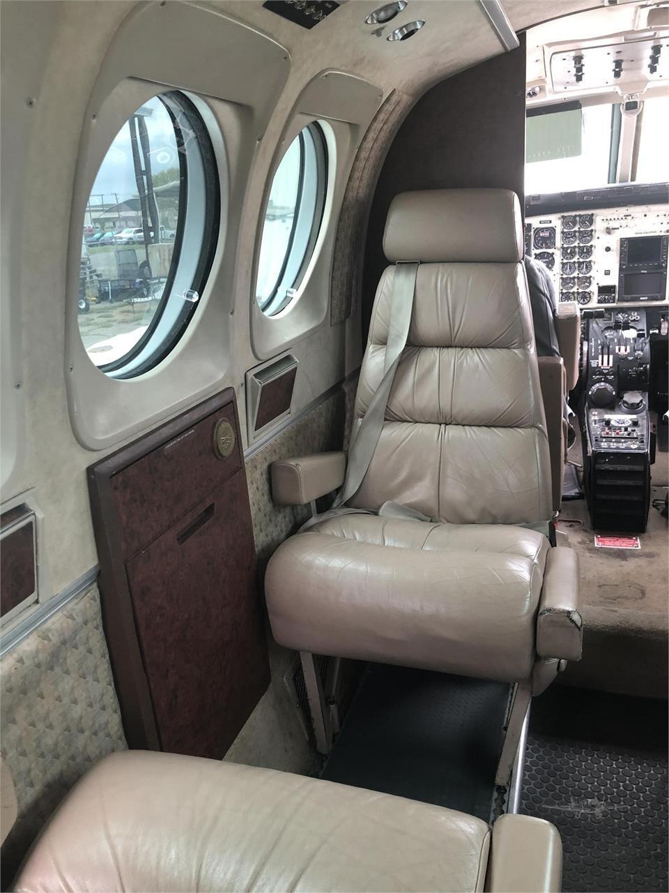 1982 BEECHCRAFT KING AIR C90  Photo 4