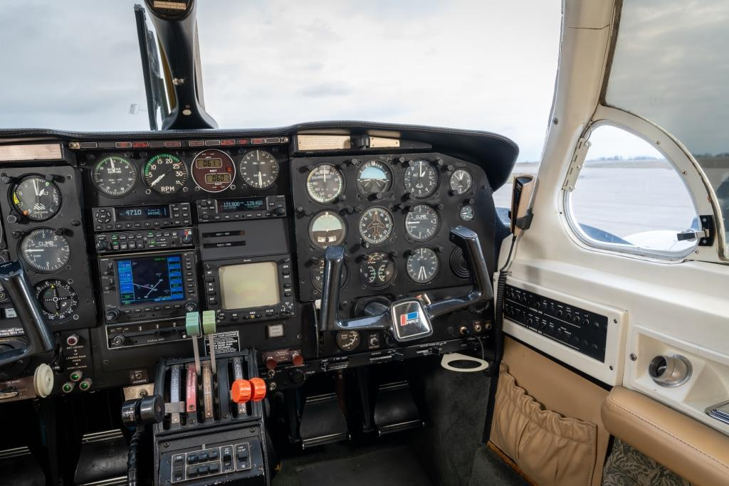 1982 Piper Chieftain PA-31-350 Photo 5