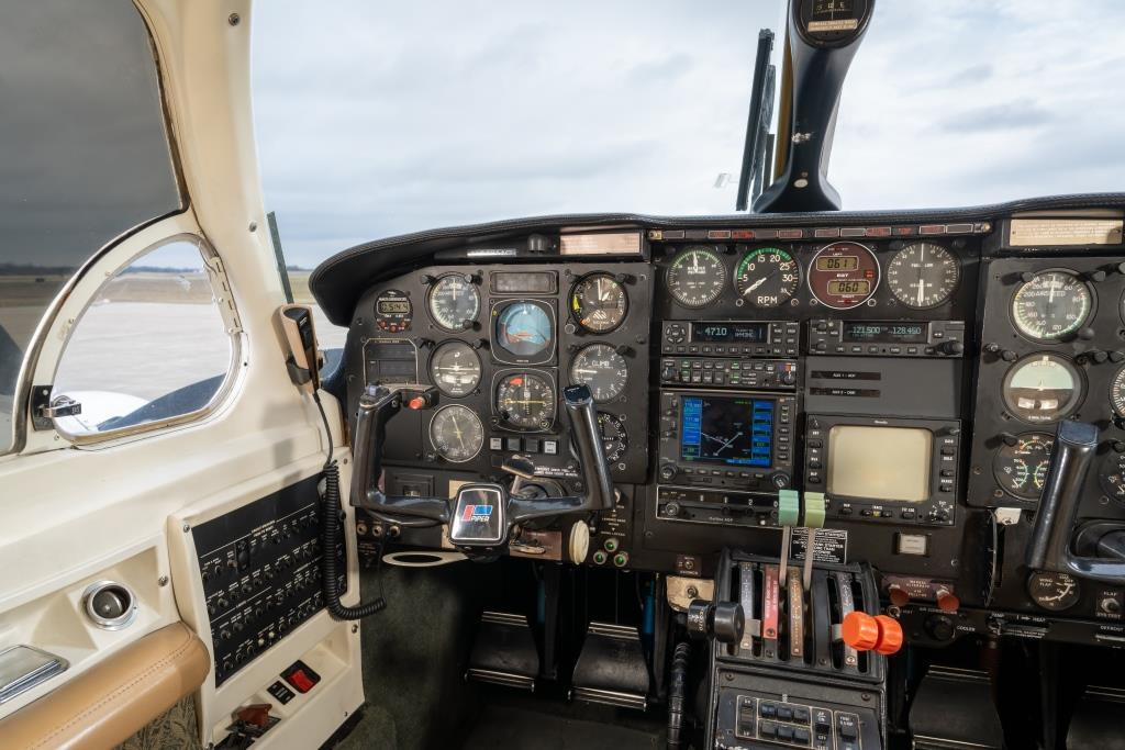 1982 Piper Chieftain PA-31-350 Photo 6