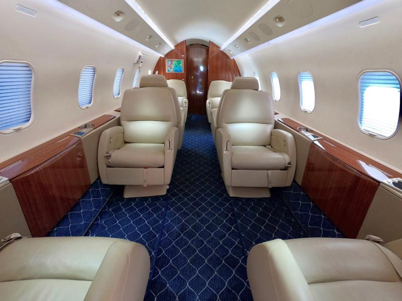 2004 Bombardier Challenger 300 Photo 5