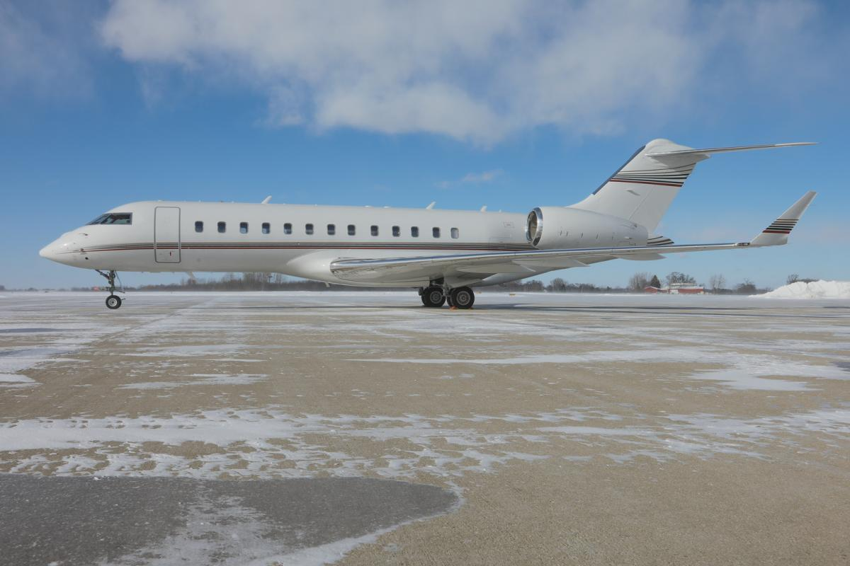 2003 Global Express Photo 2