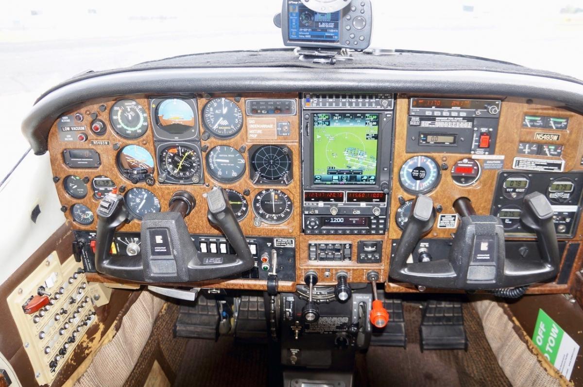 1981 Cessna P210N Photo 3