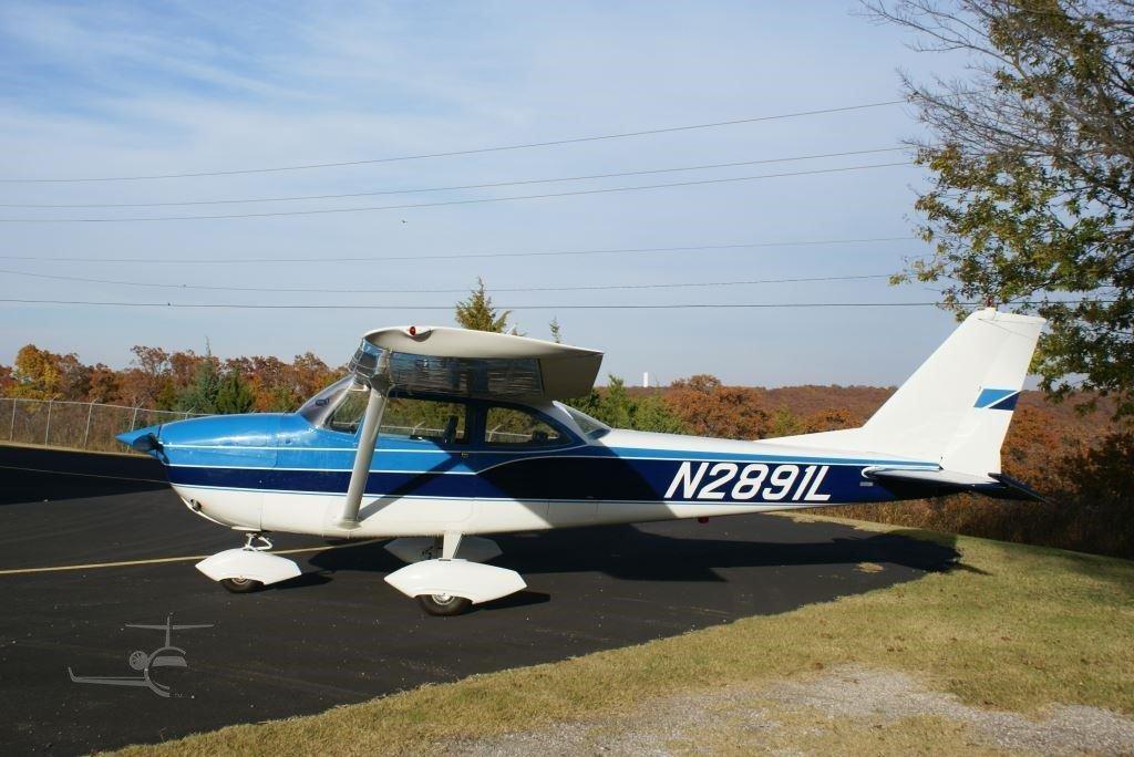 1967 Cessna 172 Skyhawk Photo 2