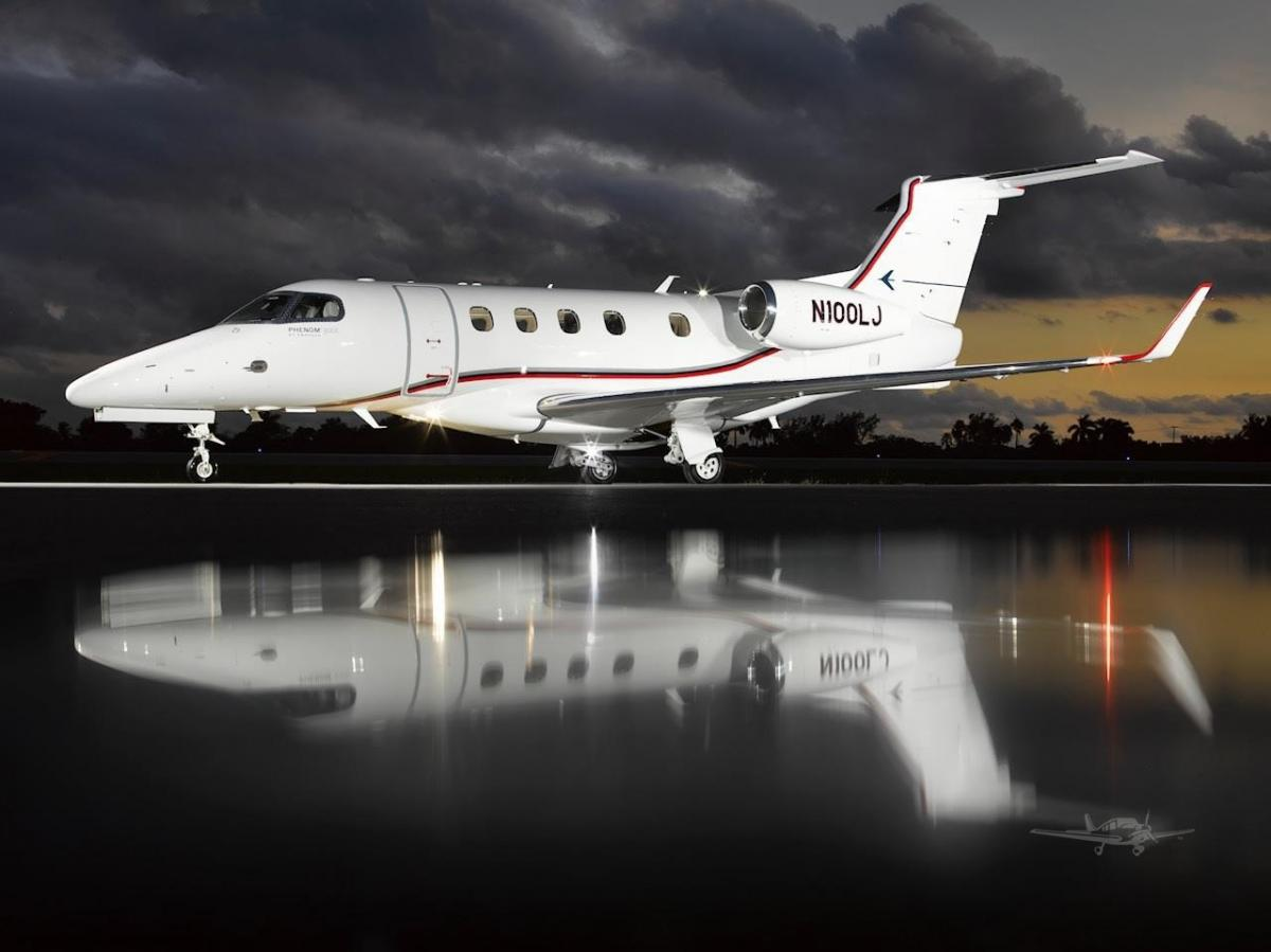 2019 EMBRAER PHENOM 300E Photo 2