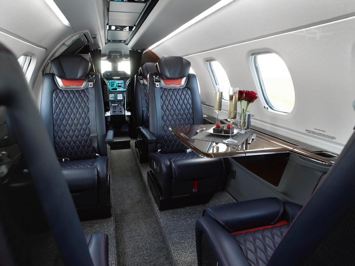 2019 EMBRAER PHENOM 300E Photo 4