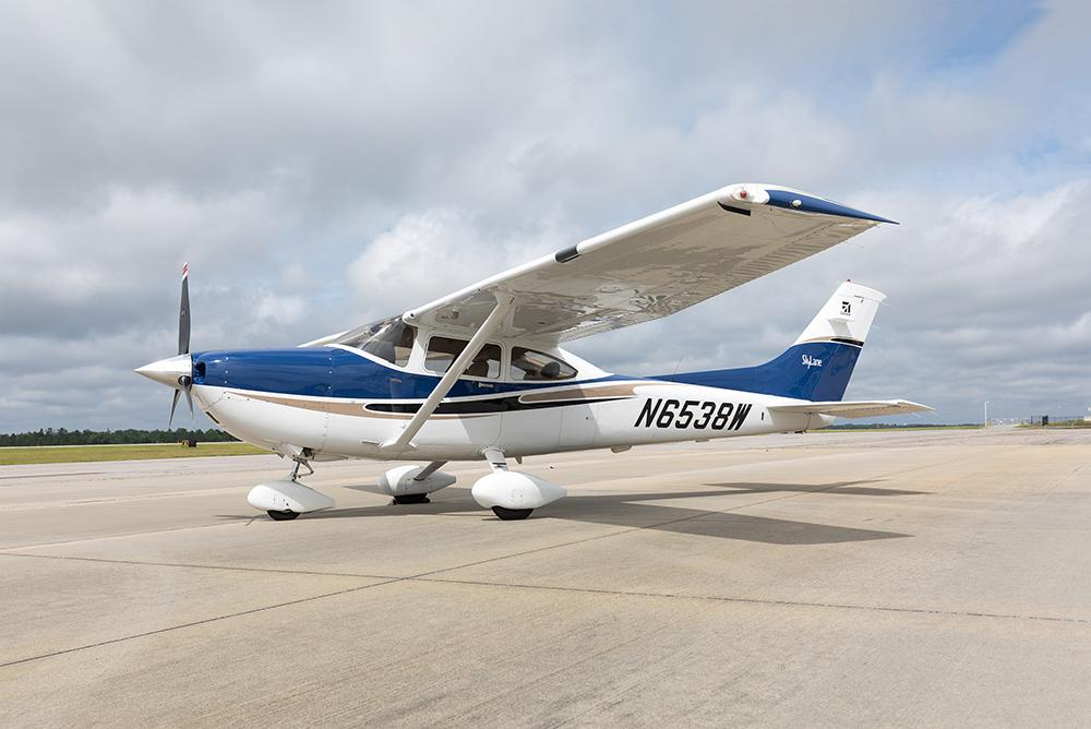 2004 Cessna 182T Skylane - Photo 1