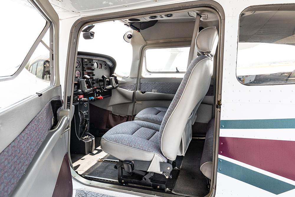 1998 Cessna 182S Skylane Photo 2