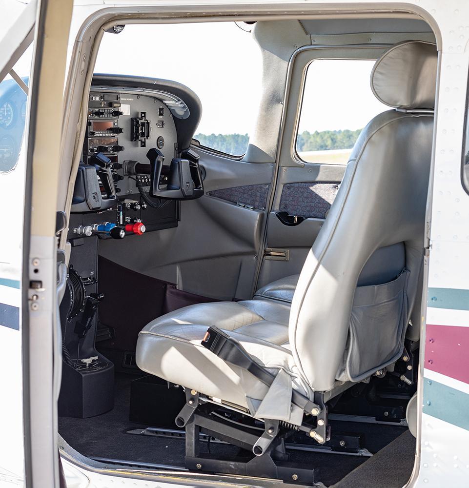 1998 Cessna 182S Skylane Photo 6