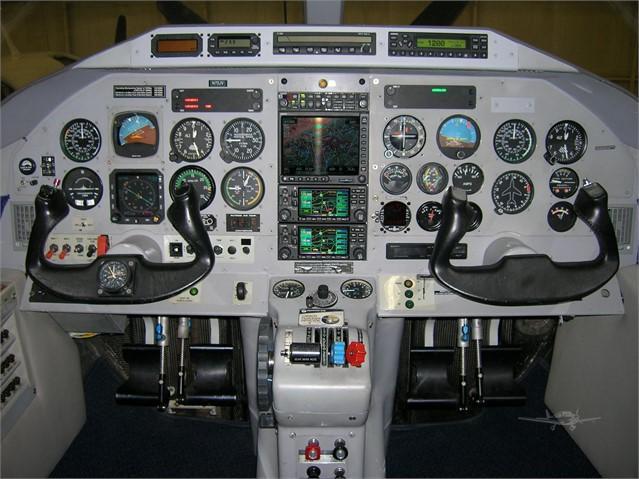 2000 EXTRA EA 400 Photo 4