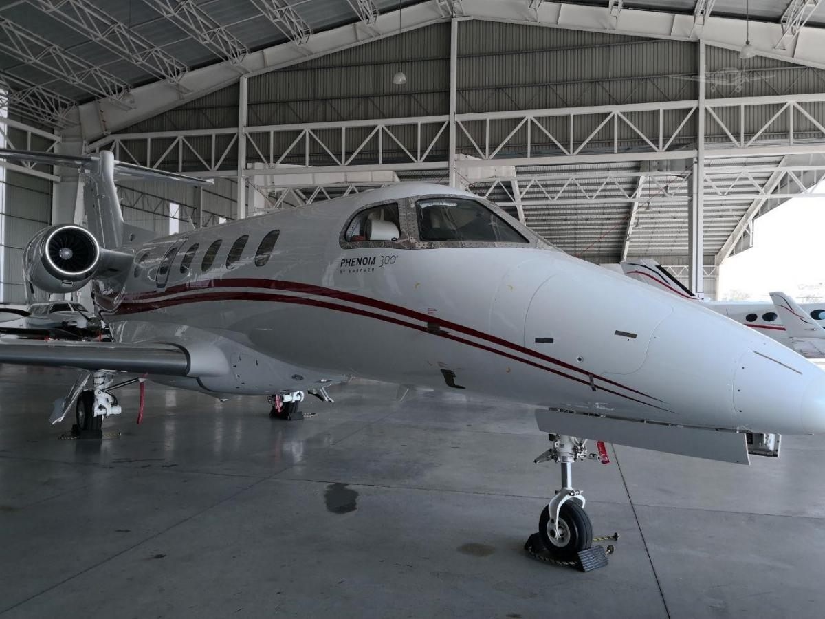 2011 EMBRAER PHENOM 300 Photo 2