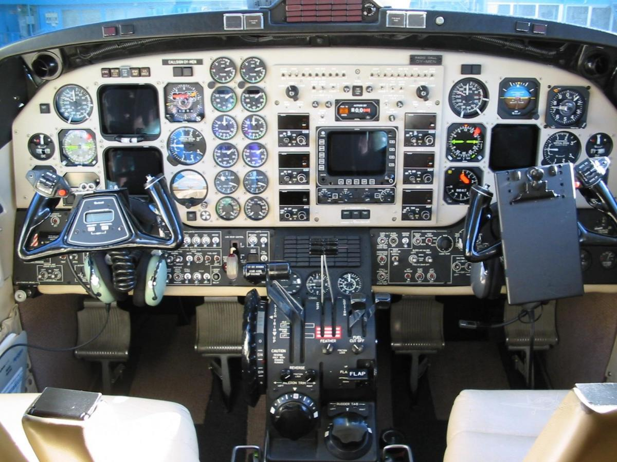 2000 BEECHCRAFT KING AIR 350 Photo 4