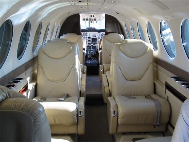 2000 BEECHCRAFT KING AIR 350 Photo 3