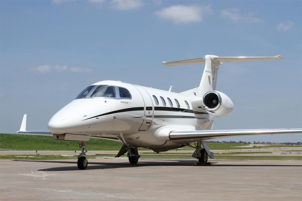 2013 EMBRAER PHENOM 300  Photo 2