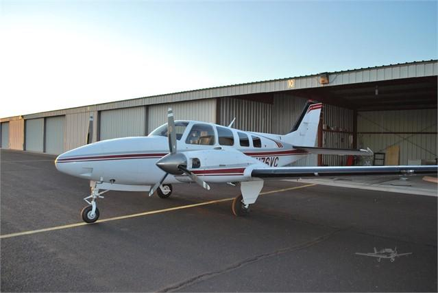 1982 BEECHCRAFT 58 BARON Photo 2