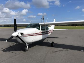 1976 Cessna 210L - Photo 2