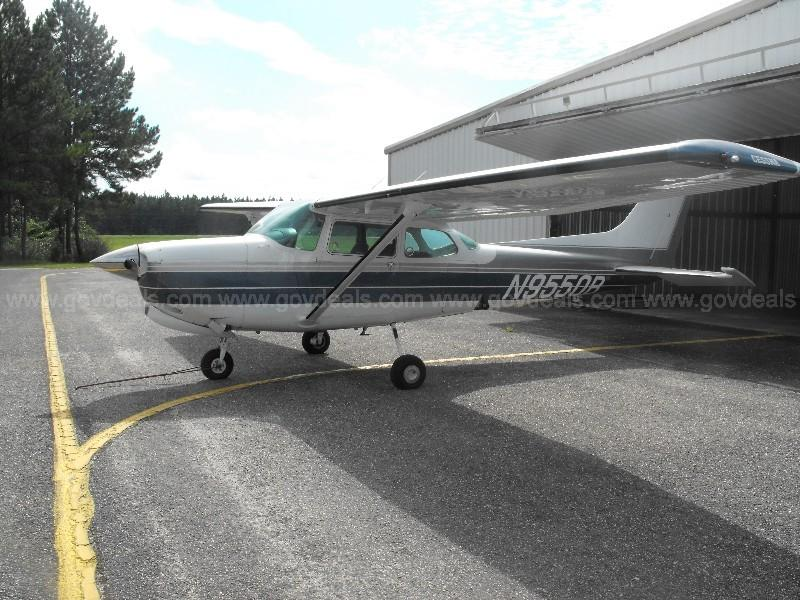 1981 Cessna 172RG - Photo 1