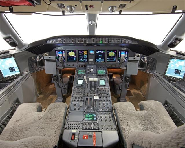 2010 BOMBARDIER GLOBAL EXPRESS XRS Photo 3