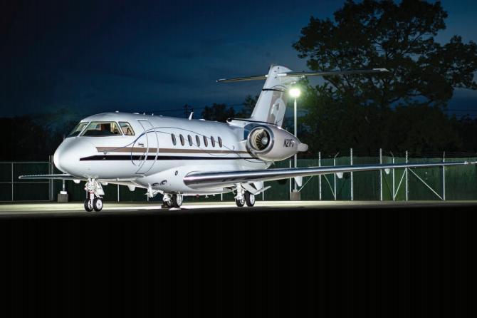2011 Hawker 4000 Photo 2
