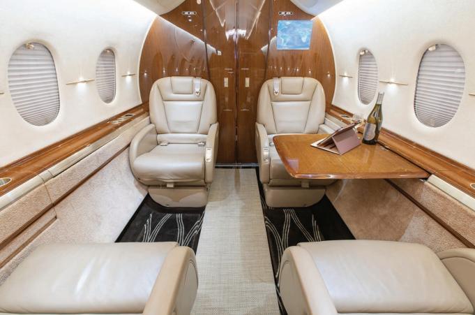 2011 Hawker 4000 Photo 3