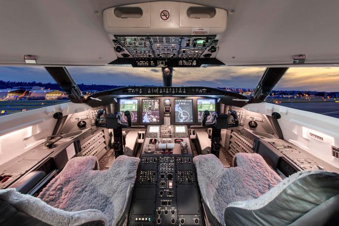 2010 Bombardier Challenger 605 Photo 4