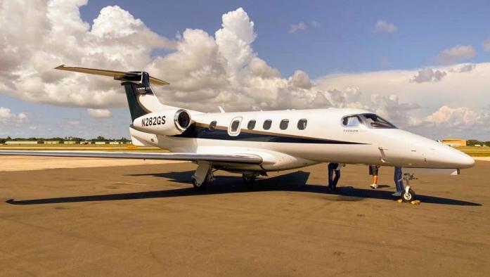 2011 Embraer Phenom 300 Photo 2