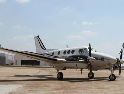 2001 Beech King Air C90B Photo 2
