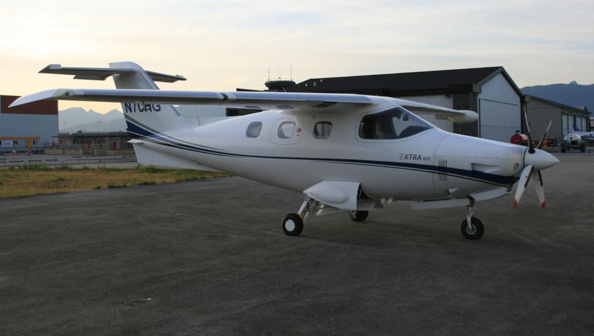 2002 Extra EA-400 Photo 2
