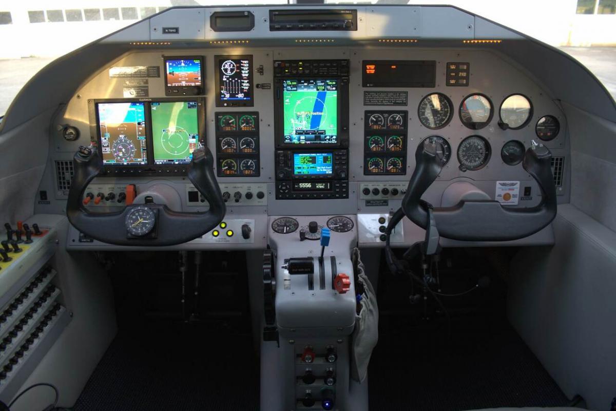 2002 Extra EA-400 Photo 3