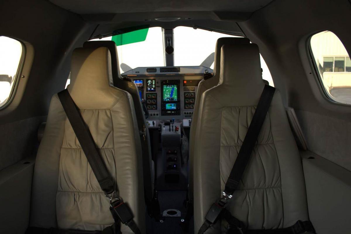 2002 Extra EA-400 Photo 7
