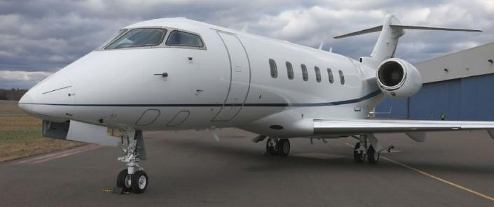 2012 Bombardier Challenger CL300 Photo 2