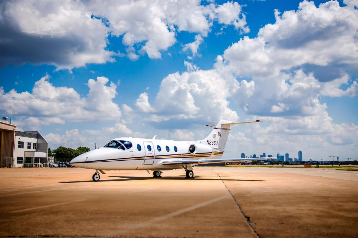 2004 HAWKER 400XP Photo 2