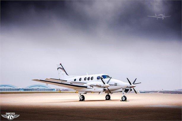 2005 BEECHCRAFT KING AIR C90B Photo 3