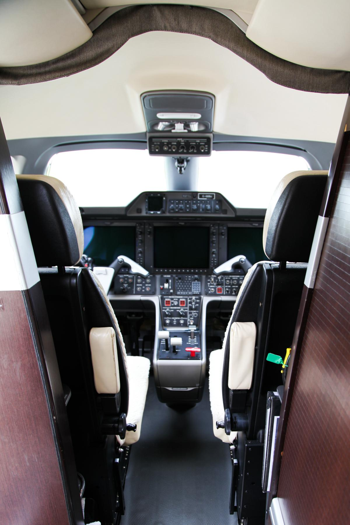 2010 Embraer Phenom 100 Photo 7