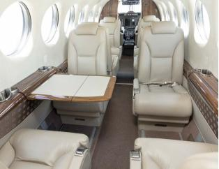 2011 Beech King Air 350i - Photo 2