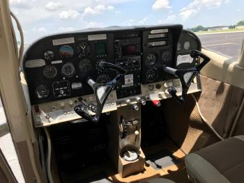 1966 Cessna 182J - Photo 3