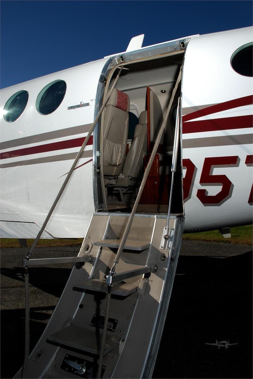 1990 BEECHCRAFT KING AIR C90A Photo 6