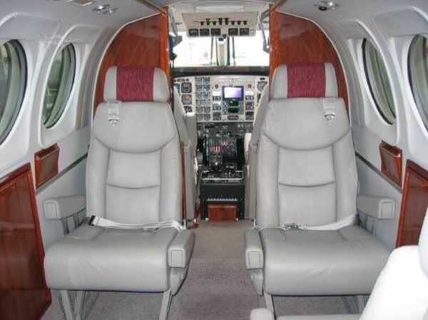 1990 BEECHCRAFT KING AIR C90A Photo 5